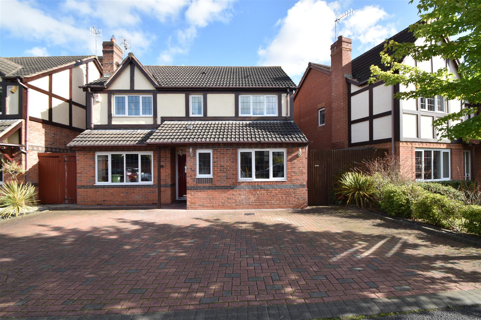 4 Bedrooms Detached House for sale in Agatha Gardens, Fernhill Heath, Worcester